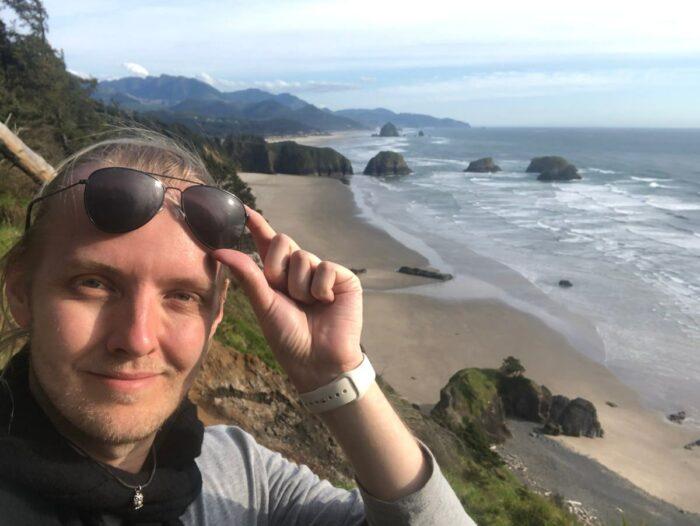 Selfie med utsikt över kusten