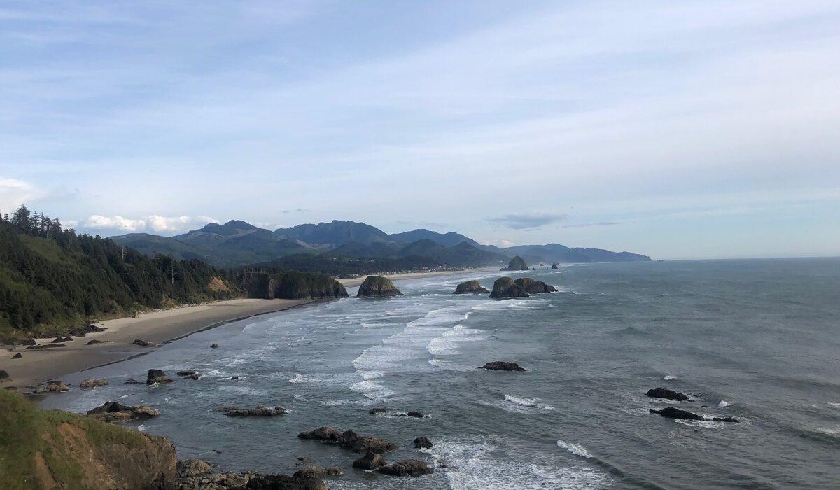 Utsikten över kusten från Ecola Point
