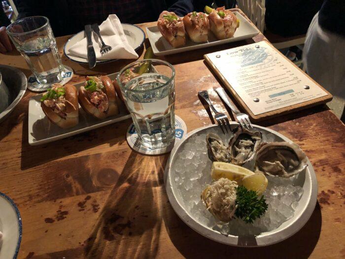 Middag med ostron och krabba