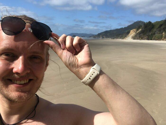 Selfie med kusten i bakgrunden